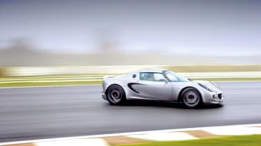 Lotus Elise S2 Sport 190 drifting on track