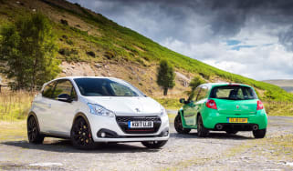 Peugeot 208 GTi by Peugeot Sport vs Renault Sport Clio 200 Cup - front static