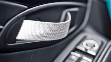 Porsche 911 Carrera T – interior door pull