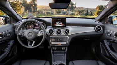 Mercedes-Benz GLA (2017) interior1