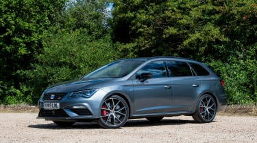 SEAT Leon Cupra ST Carbon Edition - front quarter static