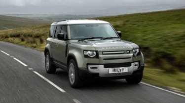 Land Rover Defender PHEV – front tracking