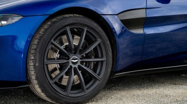 Aston Martin Vantage UK - wheels