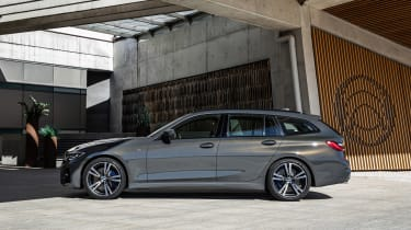 BMW 3-series Touring 2019 - side