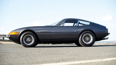 Ferrari 365 GTB/4 Daytona side profile
