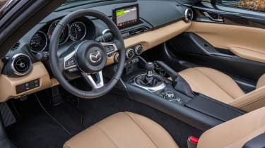 Mazda MX-5 Z-Sport – cabin