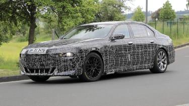 Next generation BMW 7-series spied – front quarter 4