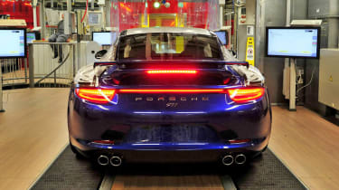 Porsche 911 5M Fans Facebook edition factory build