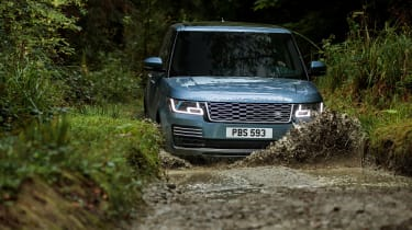 MY18 Range Rover - front off road