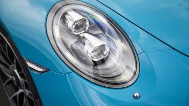 991.2 Porsche 911 Turbo S - front lights
