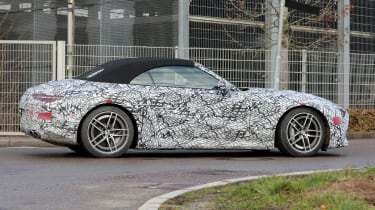 Mercedes SL spy 2021 - rear quarter