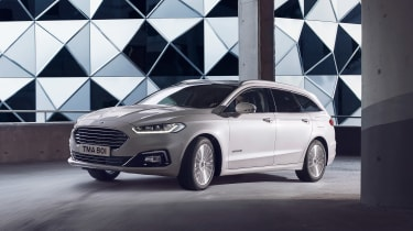 Ford Mondeo MY19 - front quarter
