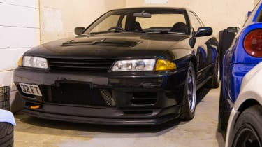 Nissan GT-R collector - black R32