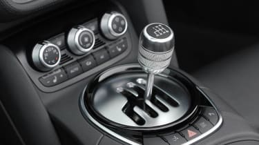 Audi R8 V8 manual open gate shift