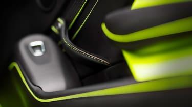Aston Martin Vantage - green static button