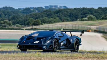 Lamborghini Essenza SCV12 – front cornering