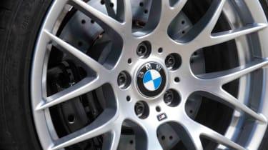 BMW 1M review alloy wheel
