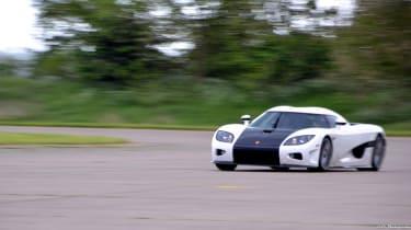 211mph run in a Koenigsegg: VMax 200 video