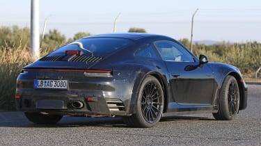 Porsche 911 Turbo spy 2017 - rear quarter