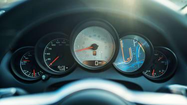 Porsche Cayenne S Diesel - Dials