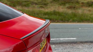 Jaguar XE 300 Sport - wing