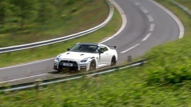 992 GT3 group test – GT-R cornering