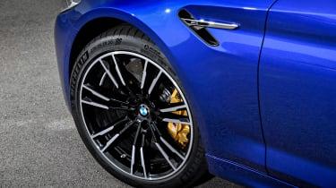BMW M5 F90 - Blue brakes