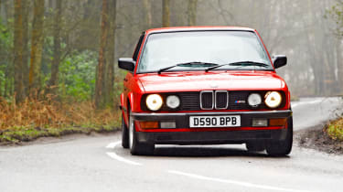 BMW M5 E28 red, front cornering picture