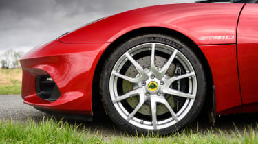 Porsche 911 Carrera vs Lotus Evora GT410 – wheel GT410