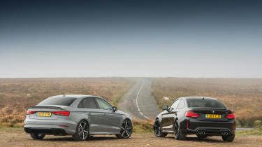 Audi RS 3 vs M2 - rear twin