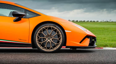 Lamborghini Huracan Performante – side
