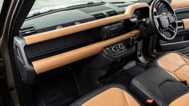 Land Rover Defender 90 P400 – cabin