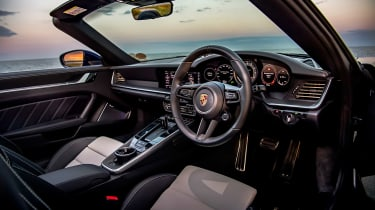 McLaren 720S Spider v Porsche 911 Turbo S Cab – 911 interior
