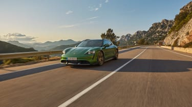 Porsche Taycan Cross Turismo - Turbo S tracking