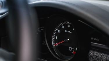 Porsche Cayenne Turbo - Dials