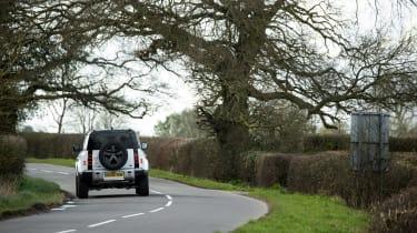 Land Rover Defender 110 P400 SE – white