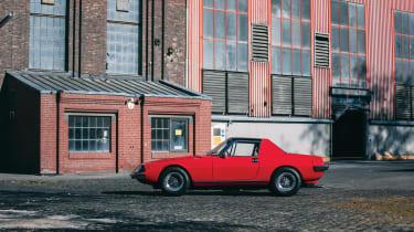 Ferrari 330 GTC Zagato - side