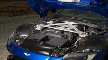 Aston Martin Vantage UK - engine