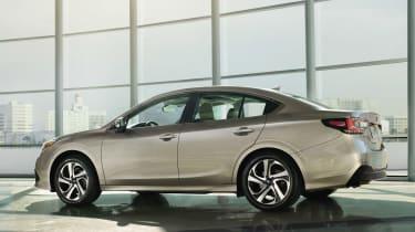 Subaru Legacy - side