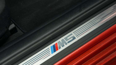 BMW M5 F10 – sill