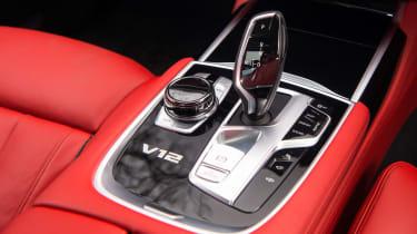 BMW M760Li xDrive - Gear selector