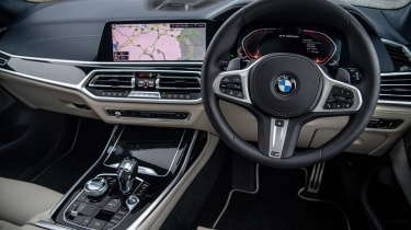 BMW X7 review - dash 1