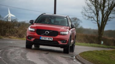 Volvo XC40 - red cornering