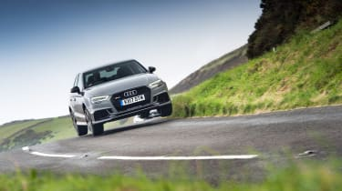Audi RS 3 vs M2 - driving