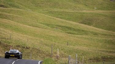 McLaren P1 purple – rear scenery
