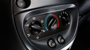 Ford SportKa – air-con instrument panel