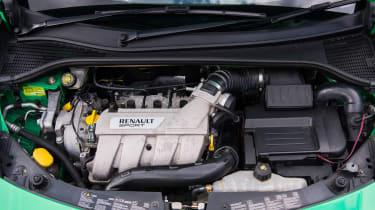 Peugeot 208 GTi by Peugeot Sport vs Renault Sport Clio 200 Cup - engine 200
