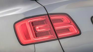 Bentley Bentayga V8 – rear light