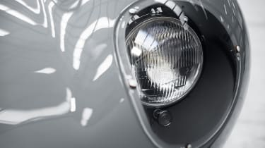 Jaguar D-Type – headlights