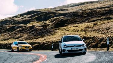 VW GTI TCR vs Megane RS Trophy - turn